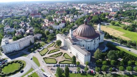 Bydgoszcz. Widok na Bazylikę św. Wincentego a Paulo