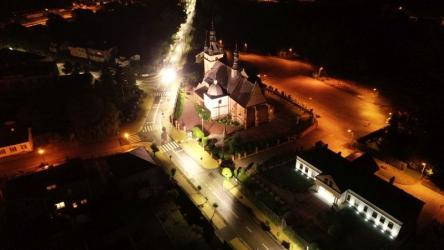 Zwoleń. Parafia Podwyższenia Krzyża Świętego nocą.